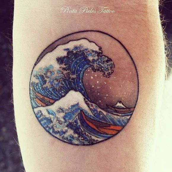 Tatouage vague Hokusai détaillée par Pinta Pieles Tattoo                                                                                                                                                                                 Plus