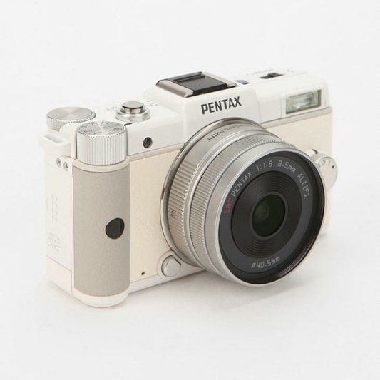 Pentax Q Twin Lens Digital Camera — For Classicists With Modern Tendencies