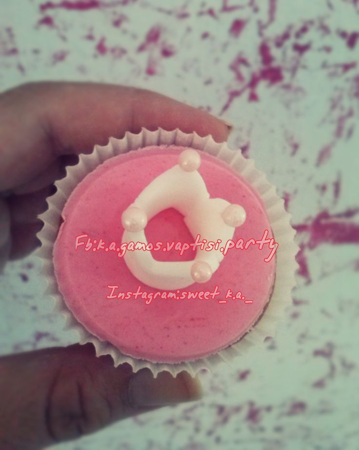 Mini vanilla cupcakes in shades of pink, that decorate crowns and tiaras!And dont forget it our #likes, #follows and #comments ❤️❤️❤️. Good morning!!! ❤️🍭❤️🎂❤️ Fb: k.a.gamos.vaptisi.party Instagram: sweet_k.a._ https://xiropiitesglikesapolafsiska.blogspot.gr
