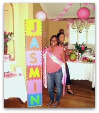 Cute baby name sign makes the perfect baby shower decoration! #babyshowerdecorations