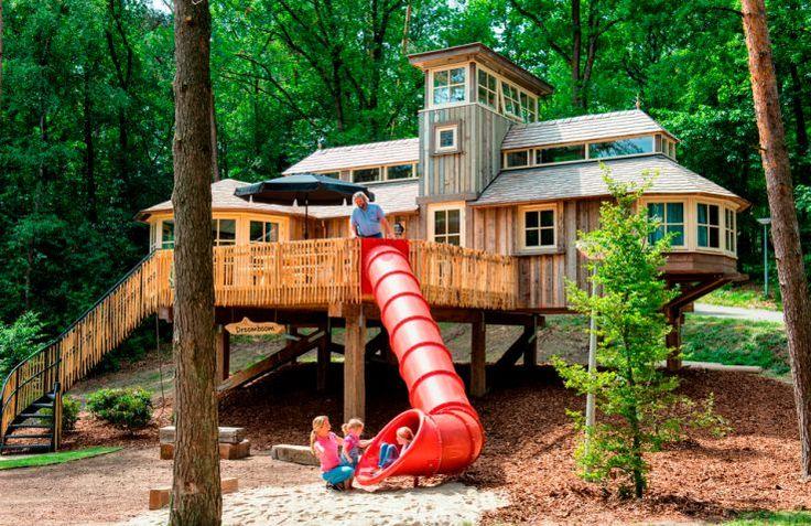 Ontdek deze prachtige boomhut op Landal vakantiepark Miggelenberg. Luxe en avontuurlijk kamperen in een unieke glamping accommodatie!