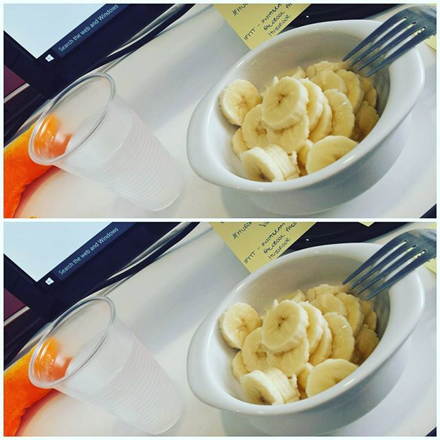 It's always nice with a healthy afternoon snack ☺  #work #afternoon #snack #yummy #foodporn #banana #water #healthy #energy #instamood #instafood