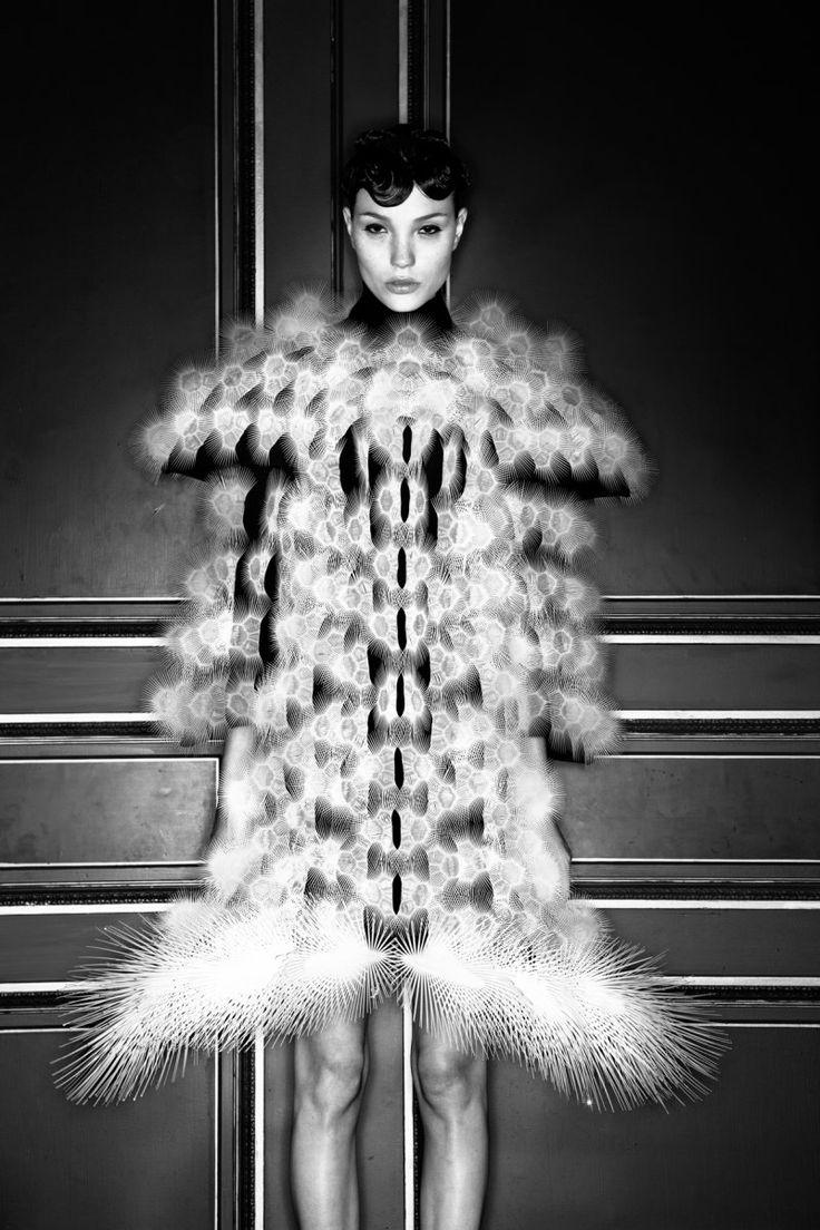 91 best iris van herpen images on pinterest avant garde - The chambre syndicale de la haute couture ...