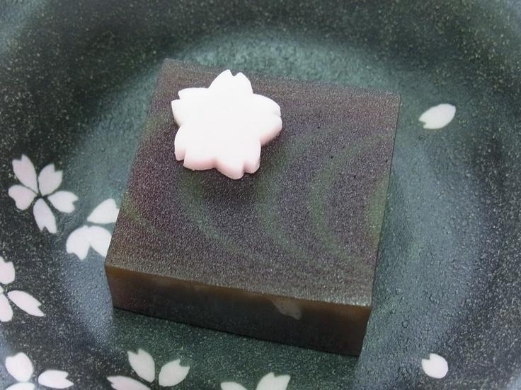 「花筏」羊羹製。  Wagashi - Yokan - Japanese sweets