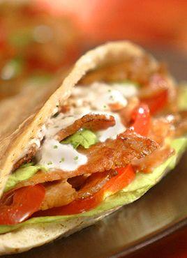 Hoy os dejo una receta de Turquía, Doner Kebab, que personalmente es mi preferida en cuanto a comida rápida se refiere. Se trata de una receta de cocina que hago habitualmente en casa y gusta mucho a todos. Lo de comida rápida es un decir porque la verdad es que hacer un buen kebab es …