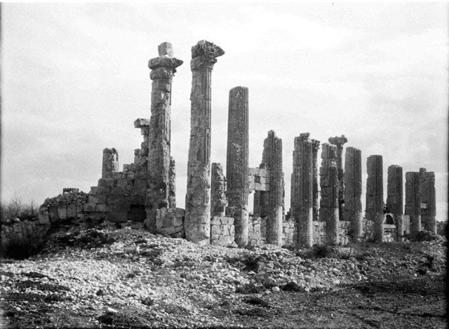 Όλβα Κιλικίας-Temple of Zeus Olbius- from NE, fluted columns. Built by Seleucus I, Temple is early example of the Corinthian order Date taken: May 1905 Photographer: Gertrude Bell Location: Uzuncaburç-Turkey. Subject date: 3rd C BC converted to church 5th C