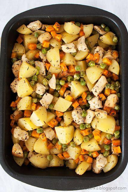 Pierś kurczaka pieczona z warzywami. Baked Chicken Breasts and Vegetables…