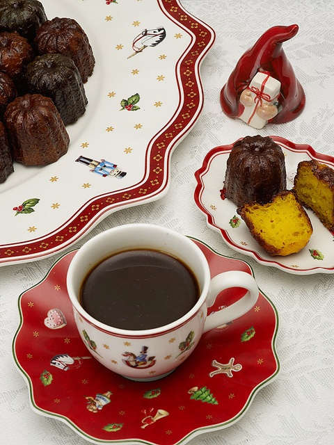 Christmas Canelés with cinnamon goes perfect with a cup of swedish glögg