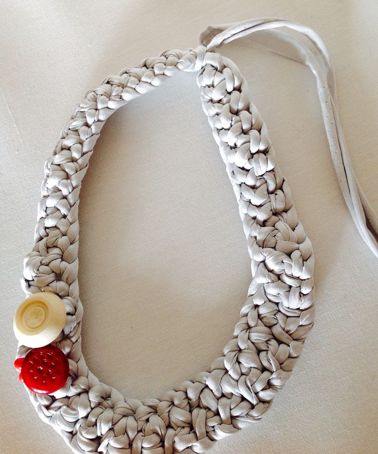Necklace crochetted
