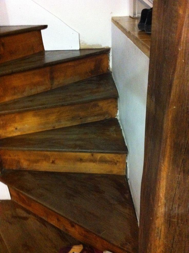 escalier en bois. avant travaux  // TEXAS Bâtiment - texasbatiment@orange.fr - Tél 01.41.81.02.90
