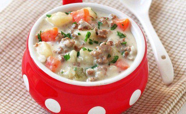 Суп с говяжьим фаршем и плавленным сыром - густой и сытный суп.