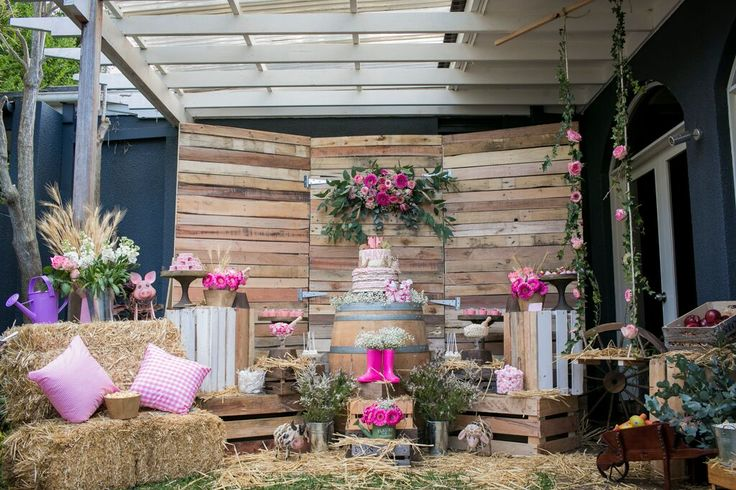 Pretty Rustic Farm Party is a beautiful birthday party setup for a gorgeous little girl. Created by Naomi has done an amazing job.
