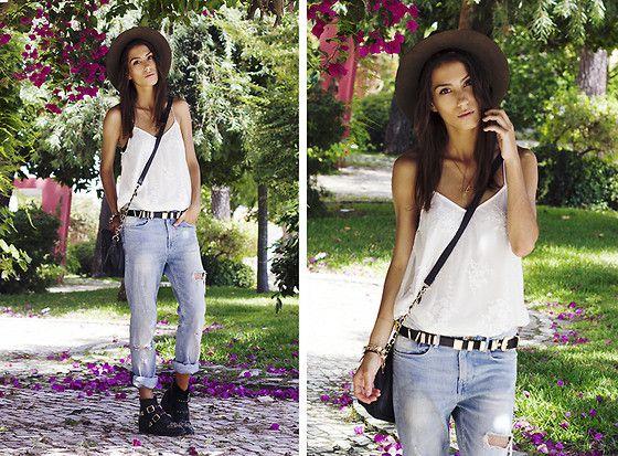 Zara Hat, Bershka Top, Primark Bag, H&M Jeans, Stradivarius Boots