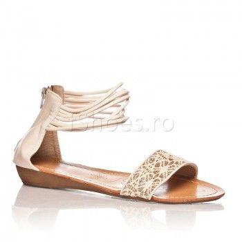 Sandalele Bali au o forma moderna si interesanta, care pune in valoare piciorul si tinuta dvs. Fiti la curent cu ultimele tendinte in moda,  cu o pereche de sandale usoare si comode, care ofera stabilitate picioarelor cu ajutorul baretelor decorative. Modelul rustic prezent pe bareta de la degete, da un aer de prospetime si tinerete vestimentatiei dvs.
