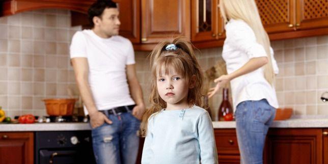 Miképp és meddig köteles a szülő a kiskorú gyermeknek tartásdíjat fizetni?