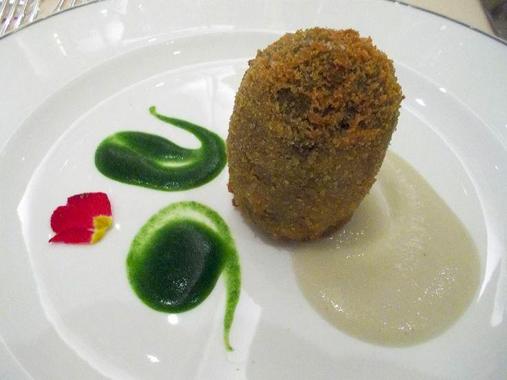 Su www.davidedicorat... la fotocronaca del Premio Colombani de Le Soste. Nella foto: L'uovo di carciofo, salsa topinambur e gocce di mentucca. La Trota, Rivodutri.