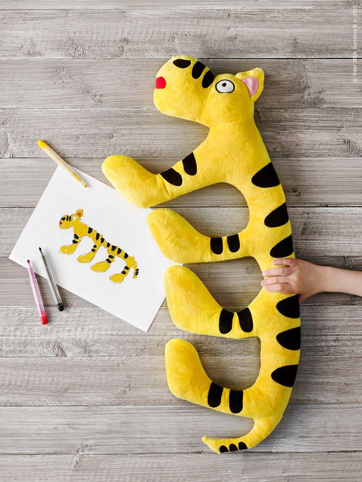 Vi bjöd in barn att skicka in teckningar av sina drömgosedjur. Här är ett av de tio vinnande bidragen. SAGOSKATT mjukdjur tiger/gul, blå.