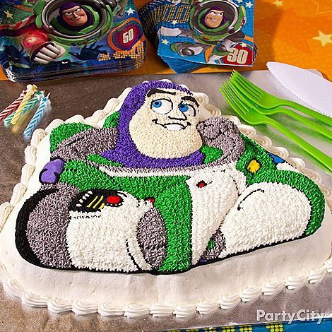 How to make this out-of-this-world Buzz Lightyear cake! From our Toy Story party ideas guide.