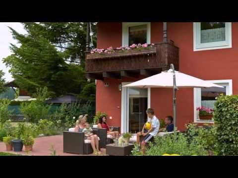 Ferienhaus Seitz - Schwangau - Visit http://germanhotelstv.com/haus-seitz Haus Seitz in Schwangau offers spacious apartments with kitchenettes and free Wi-Fi. It is just a 2-minute drive from Neuschwanstein Castle and has a large garden facing the castle and overlooking the AllgÃu countryside. -http://youtu.be/E3bkONu9QBg
