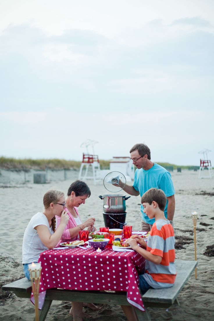 Dégustez un festin de homard ou un traditionnel clam bake sur la plage au parc national Kouchibouguac    Côte acadienne, Nouveau-Brunswick  #ExploreNB