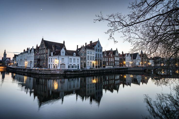 Que faire à Bruges ? Voici les visites incontournables de cette magnifique cité médiévale, et tous les bons plans dévoilés par les locaux.