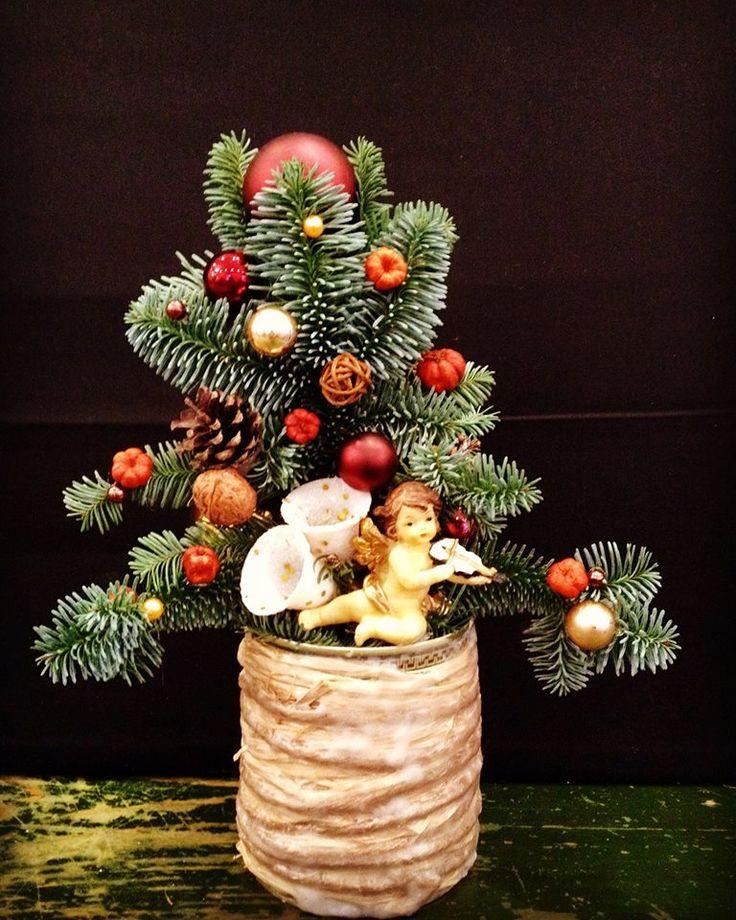 Christmas display by Atelier Floristic Aleksandra concept Alexandra Crisan