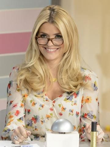 looking spexy holly willoughby