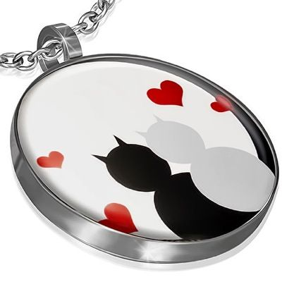 Pandantiv Cats in love - 39 lei  http://www.fungift.ro/magazin-online-cadouri/Pandantiv-Cats-in-love-p-18438-c-280-p.html