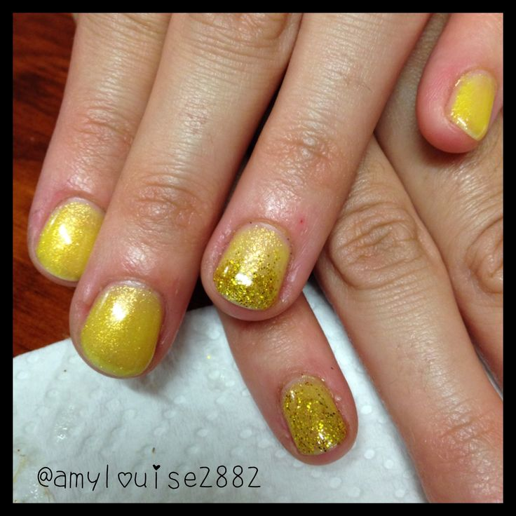 Products Used: Gelicious 'Tiara Tantrum' and on the accent nail I have used gold glitter