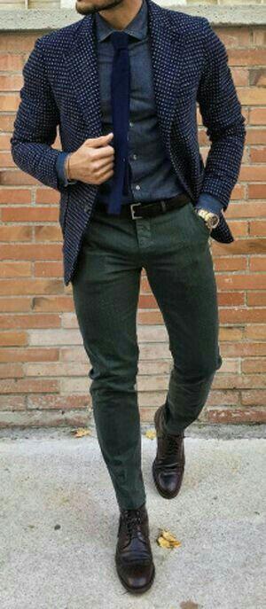 Blauwe stropdas op blauw overhemd en blauw jasje. Wat vinden jullie?