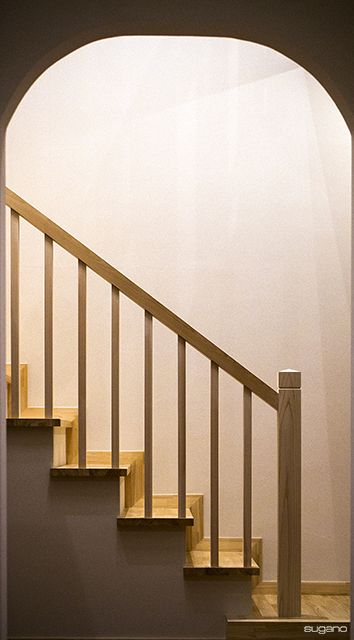 ドーム型の開口の向こうには階段。#和風住宅 #住宅 #階段 #家づくり #木製階段 #インテリア #新築 #設計事務所 #菅野企画設計