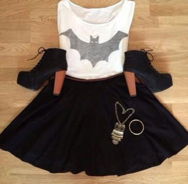 Batman Outfit! Need this but with a bat necklace instead.