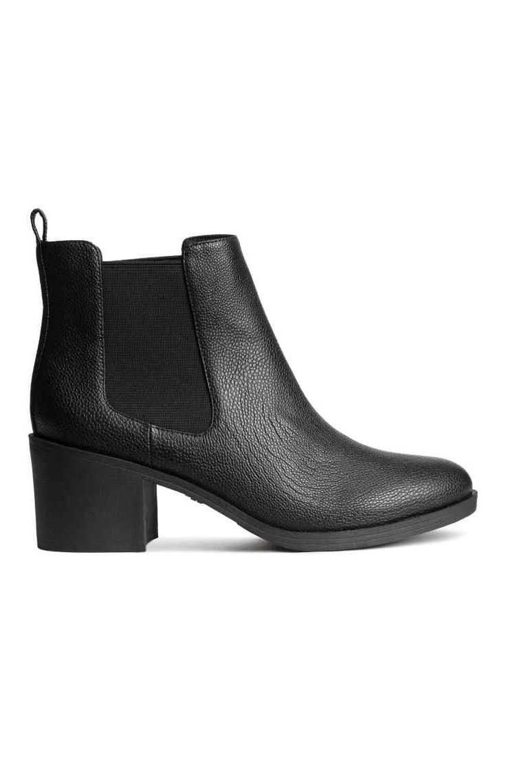 Chelsea boots: Chelsea boots in grained imitation leather with elastic gores in the sides, a loop at the back, fabric linings and insoles, and rubber soles. Heel 6.5 cm.
