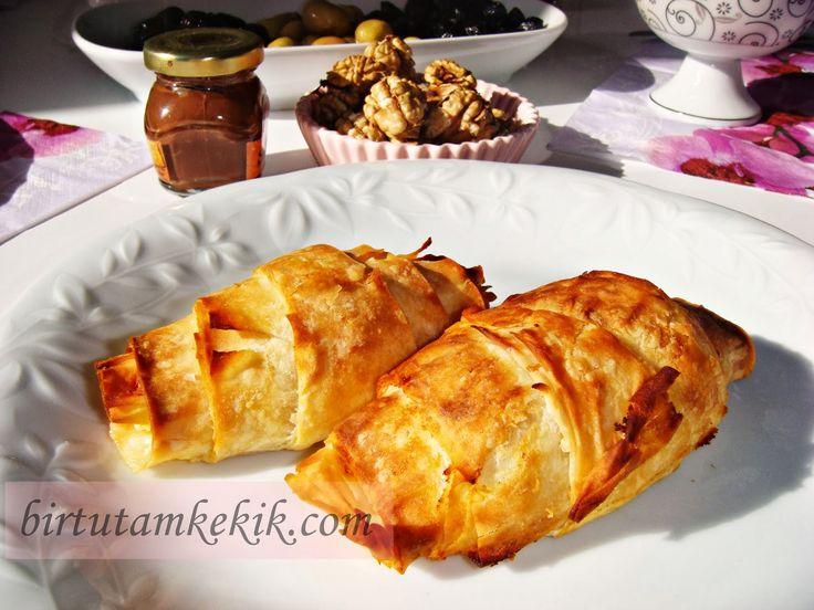 Börek çeşitleri biz hanımların davet masalarının,pazar kahvaltılarının olmazsa olmazıdır...:)   Her hanımın kendine göre mutfakta favori...