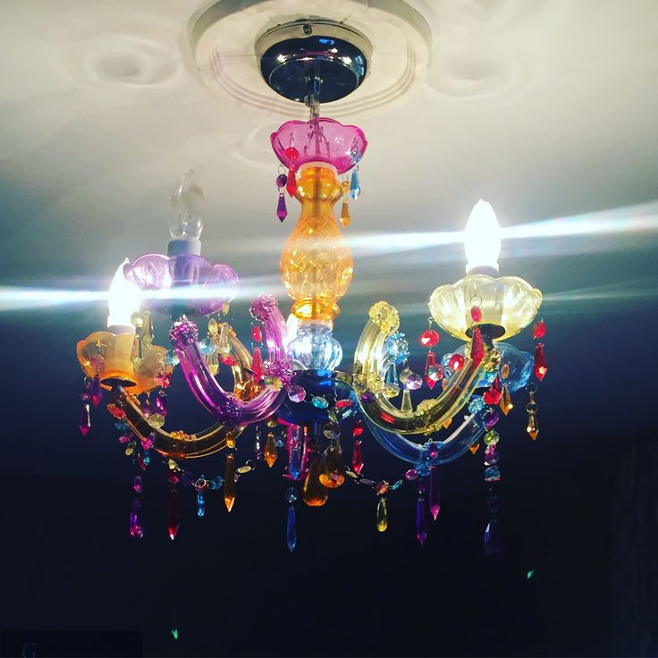 My sister in laws beautiful chandelier 💓