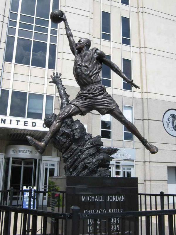 Michael Jordanu0027s statue at the United Center