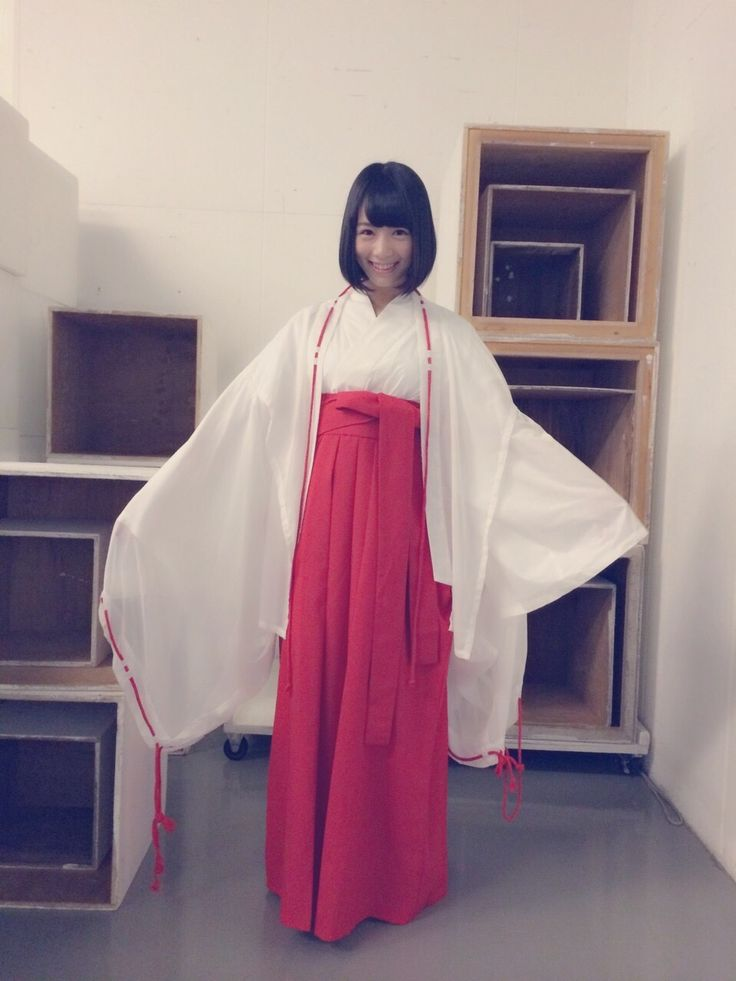 巫女姿の北野日奈子