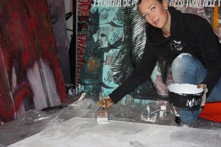 Ludmilla Radchenko, mentre con mano sapiente univa Colore e Gioia e Colore e Neve alle sue splendide tele. Sappiamo quanto questi due prodotti abbiano un' anima artistica ma Ludmilla sa come pochi altri scoprirla e renderla al pubblico con una forza espressiva davvero unica. #ludmilla #arte #giorgiograesan