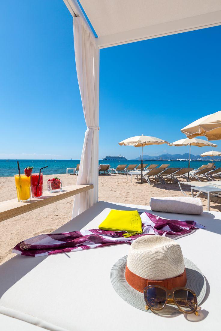 Un cocktail, un transat, le soleil et la mer pour un été de rêve à Cannes!