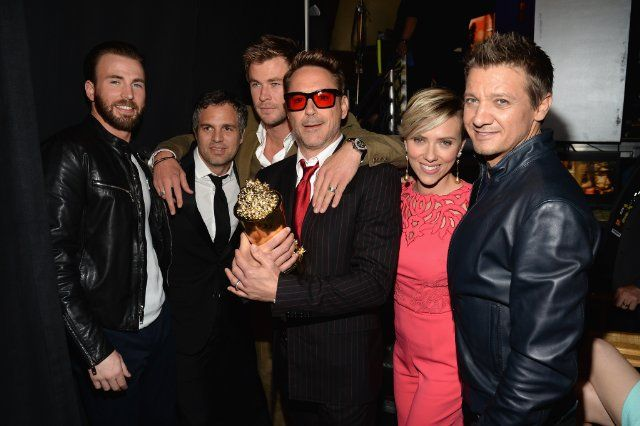 Chris Evans, Scarlett Johansson, Jeremy Renner, Mark Ruffalo, Chris Hemsworth and Robert Downey Jr. backstage at the MTV Movie Awards, April 12, 2015 - where RDJ received the Generation Award.