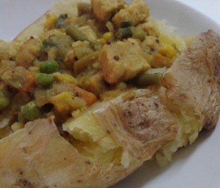 Quorn Chicken Curry made with a mushy pea curry sauce Perfect as a Jacket Potato Topping www.mushypeacurry.com