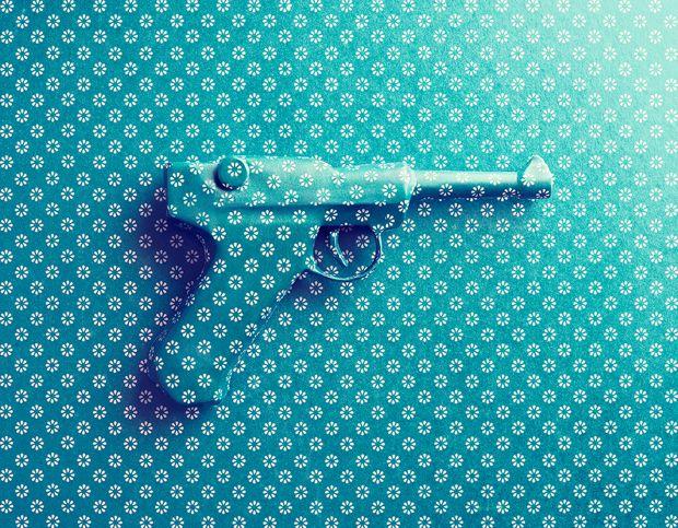 #Wallpaper e #Wrapping #Paper – #Phootografy by Benedict Morgan #blue #pistol