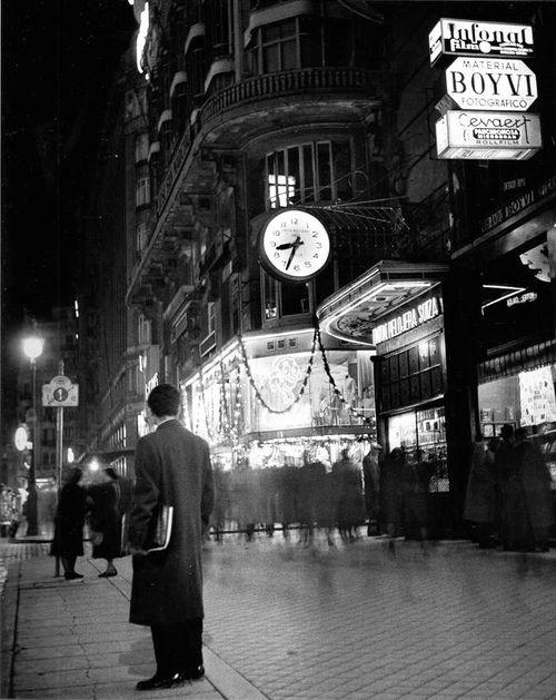 #Fotografía Francesc Català Roca @Qomomolo  - Gran Vía, Madrid, 1950s