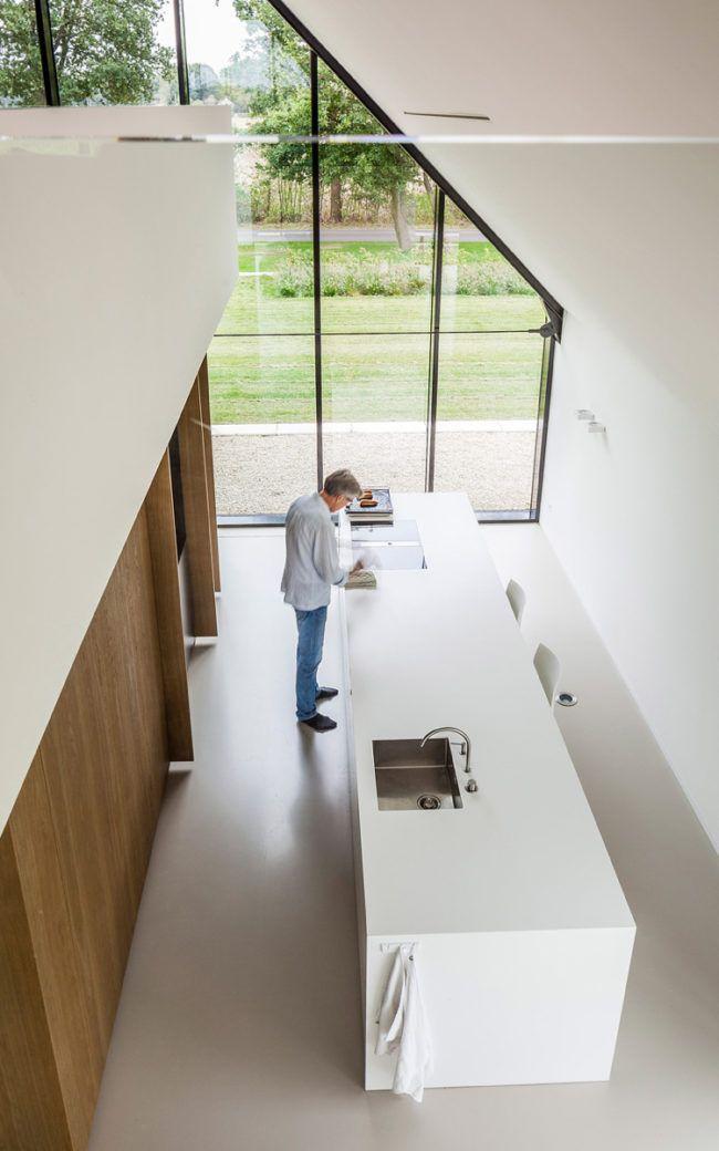 Popular Dieses Haus mit viel Glas vermittelt grenzenlose Freiheit und entspanntes Flair Die charakteristische Hausform und das Reetdach erinnern an traditionell