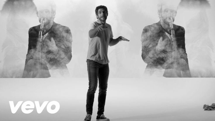 Thomas Rhett - T-Shirt (Instant Grat Video) Love this song. Love his uncontrollable need to dance at all times. And after seeing him in concert tonight, this just felt right. 12.06.15- 12.12.15