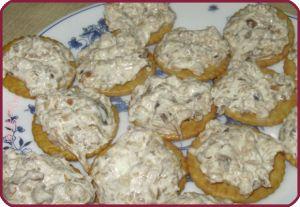 Закуска из маринованных грибов #грибы #крекеры #закуска #закускаизгрибов #закускакпиву