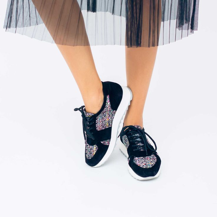 Tenisii de dama Mineli Coco Black sunt relizați din piele naturală cu inserții din tweed…