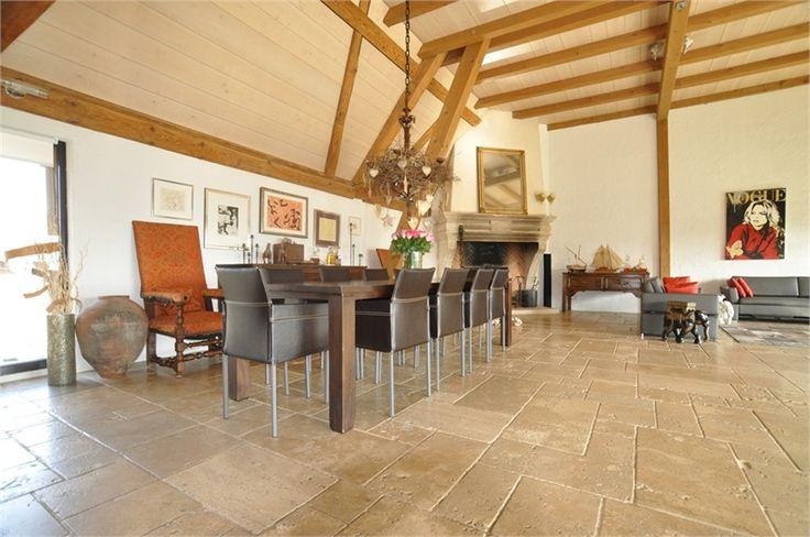 Magnifique propriété équestre à vendre chez Capifrance à Folgensbourg.    Composée de 8 pièces dont 4 chambres et d'un terrain de 5000 m².     Plus d'infos > Coralie Hilaire, conseillère immobilier Capifrance.