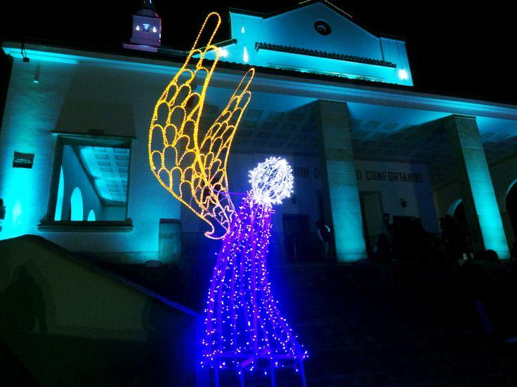Iluminación y decoración navideña centro comercial metrópolis 2013, Bogotá, Colombia