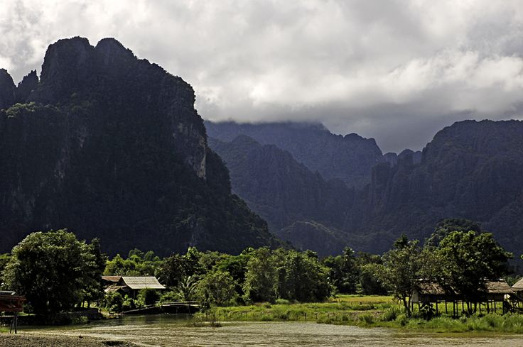 Vang Vieng, Laos (par Joulio). En savoir plus: http://voyager-au-laos.com/sites-a-visiter/vang-vieng
